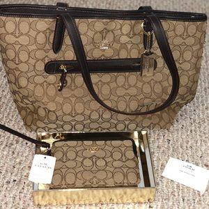 NWOT COACH Taylor Tote in Signature Jacquard Set